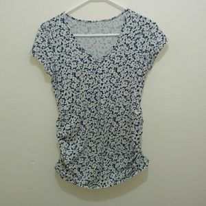 Old Navy Maternity floral tee size small EUC